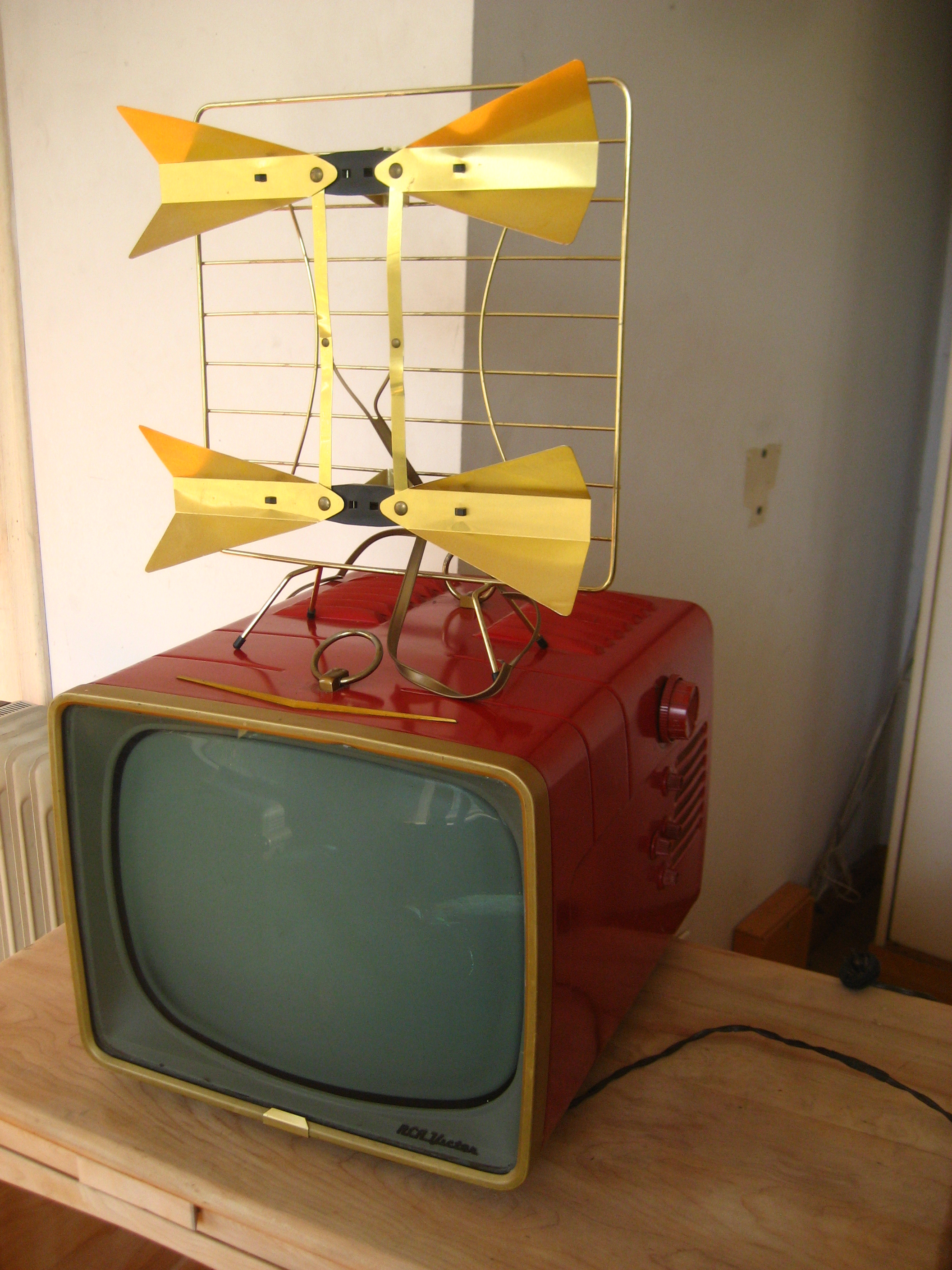 TV RCA red