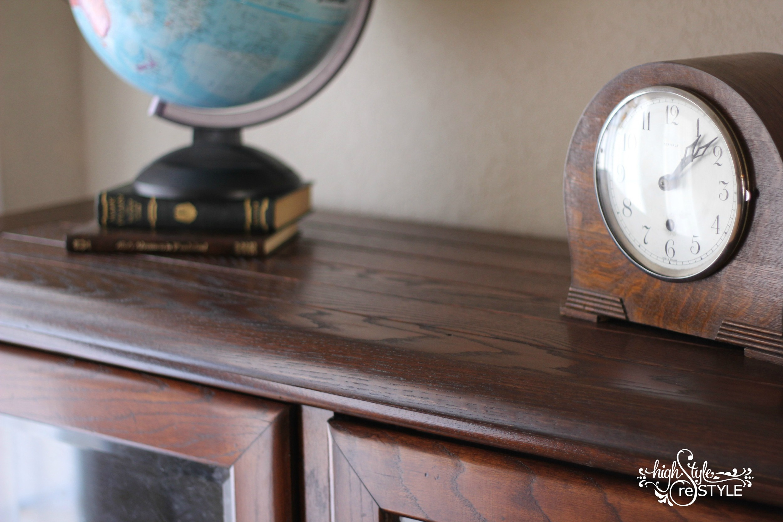 {CLOSE-UP OF PLANK TOP}