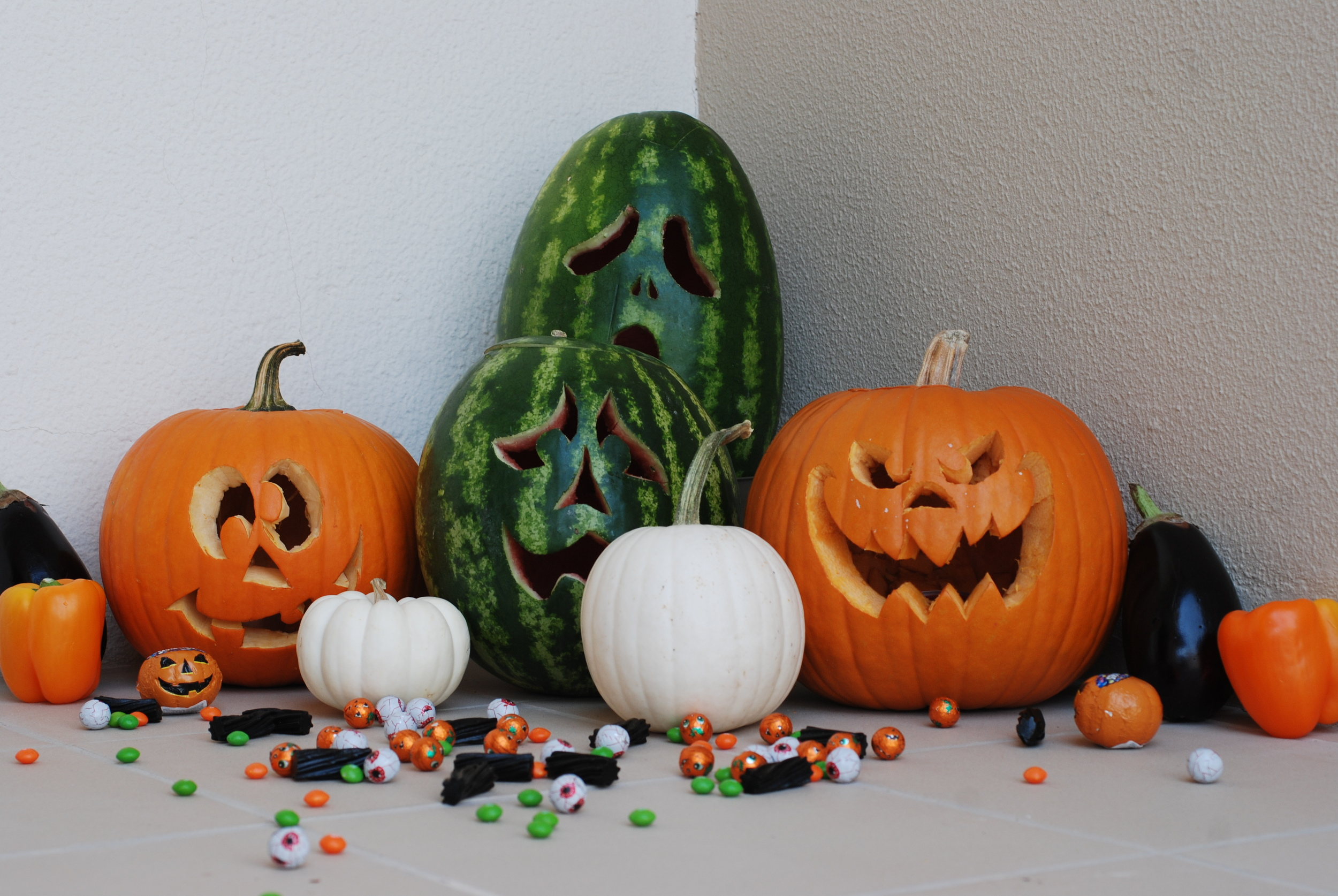 The Final line-up ... such great use of colour when mixing the watermelon and pumpkin... why not throw some candy into the mix it is halloween after all