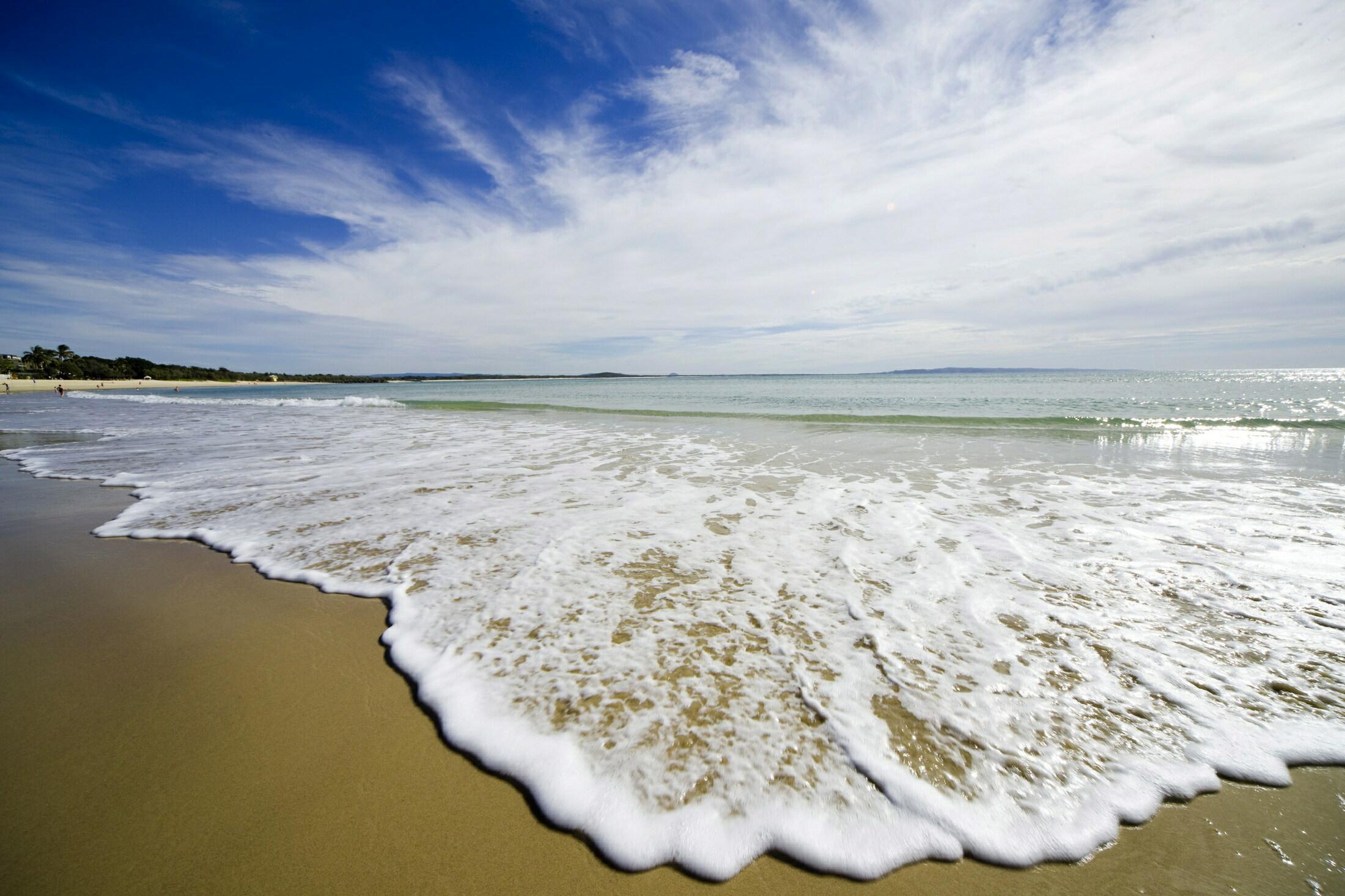 editionsnoosa-noosa-beach.jpg