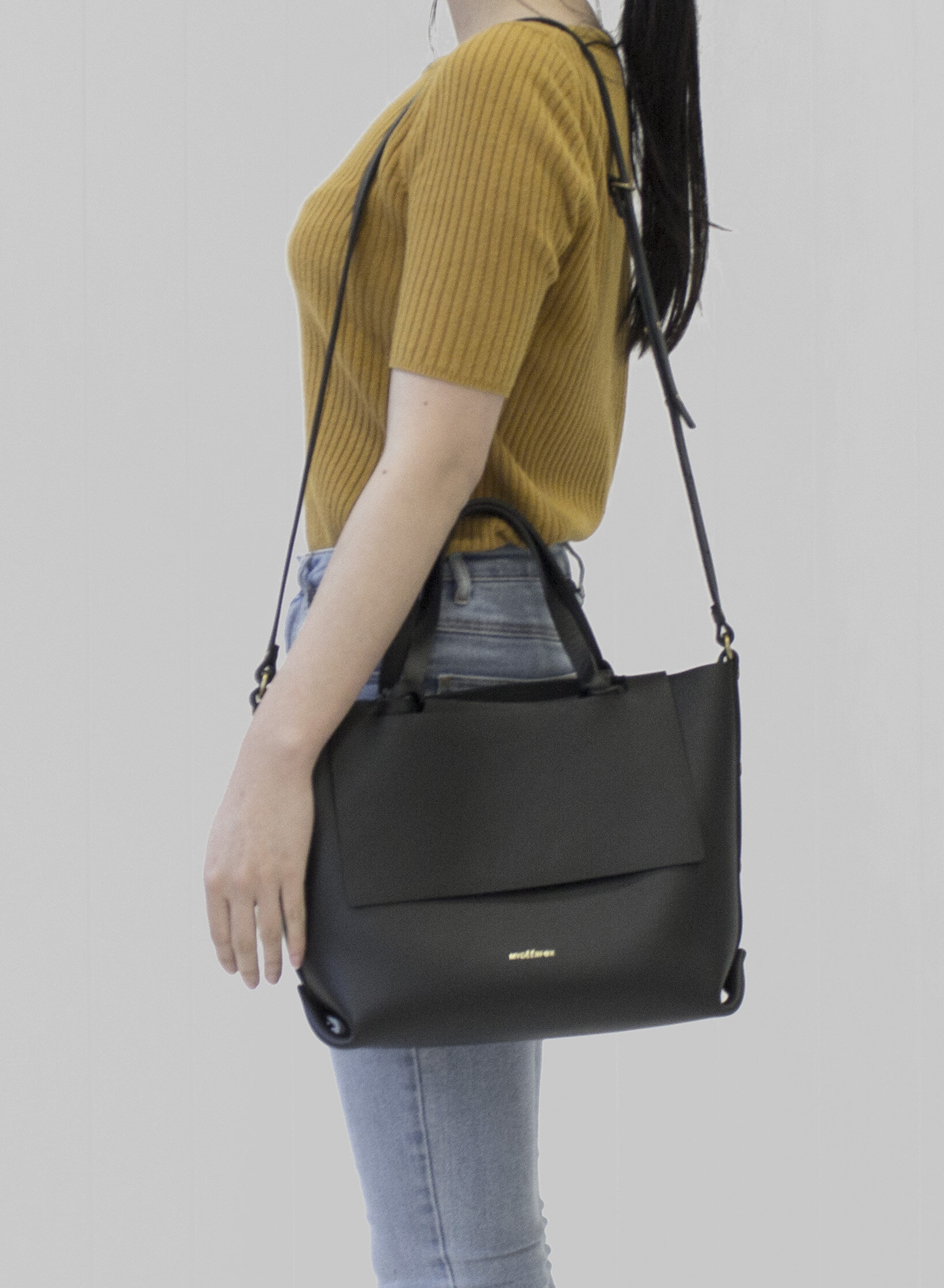09_KNOTTED TOTE B