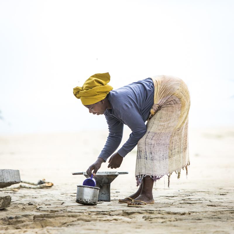 A woman's work is never done...  Santa Maria, Benguela Provence ©24Atlantic