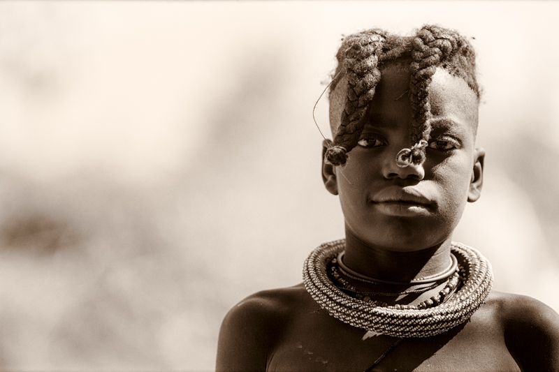 Whereas your girls, before they reach puberty, wear 2 braids over the front of their face.  Soba, Cunene Provence ©24Atlantic