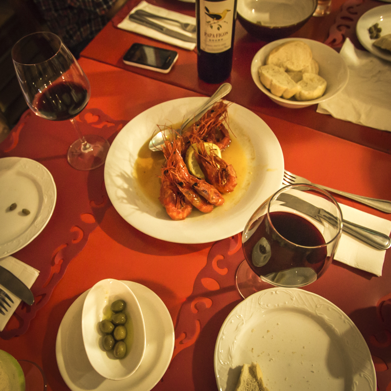 Red wine from Portugal, Atlantic prawns served with Pau and lashings of olive oil, garlic, and lemon.  d.bina Lobito, Benguela Provence  ©24Atlantic