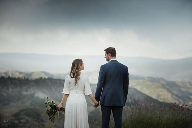 Anna + Steve + Mountains ❤️❤️❤️ on the blog.  @aspenco @milkglassproductions @mannequintheband #aspen #aspencolorado #aspenwedding #aspenweddings #aspenweddingphotographer #mountainweddings
