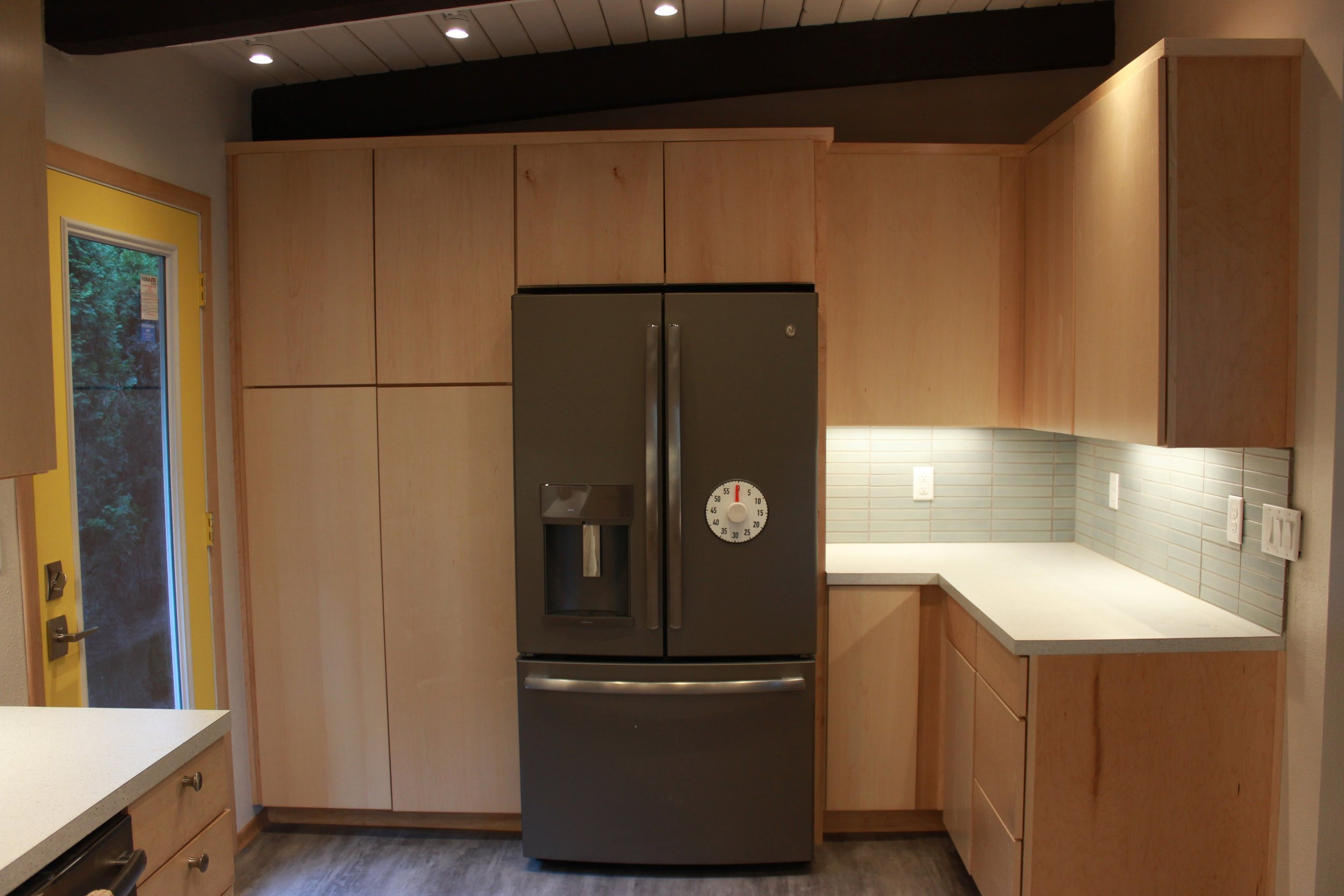 kitchen-fridge-side.jpg