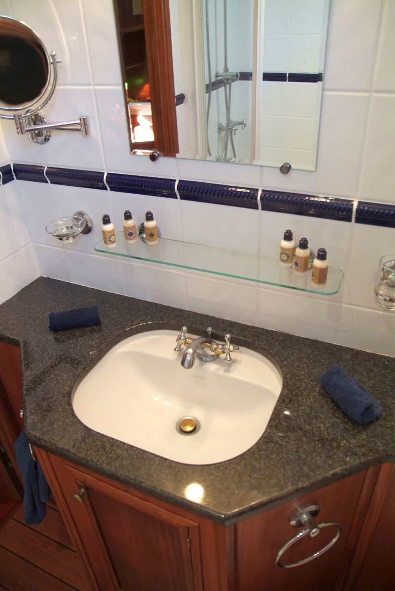la-belle-epoque-new-meaursault-bathroom.jpg
