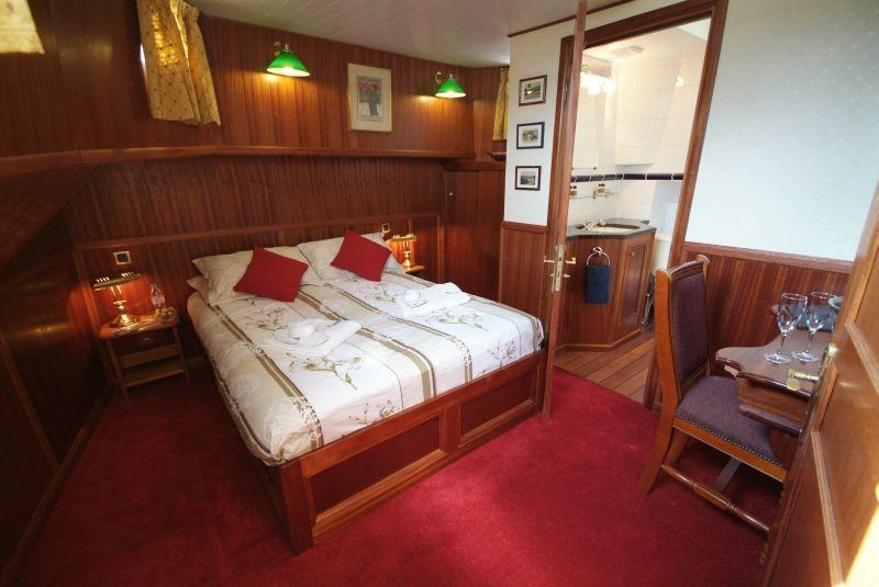 la-belle-epoque-cabin.jpg