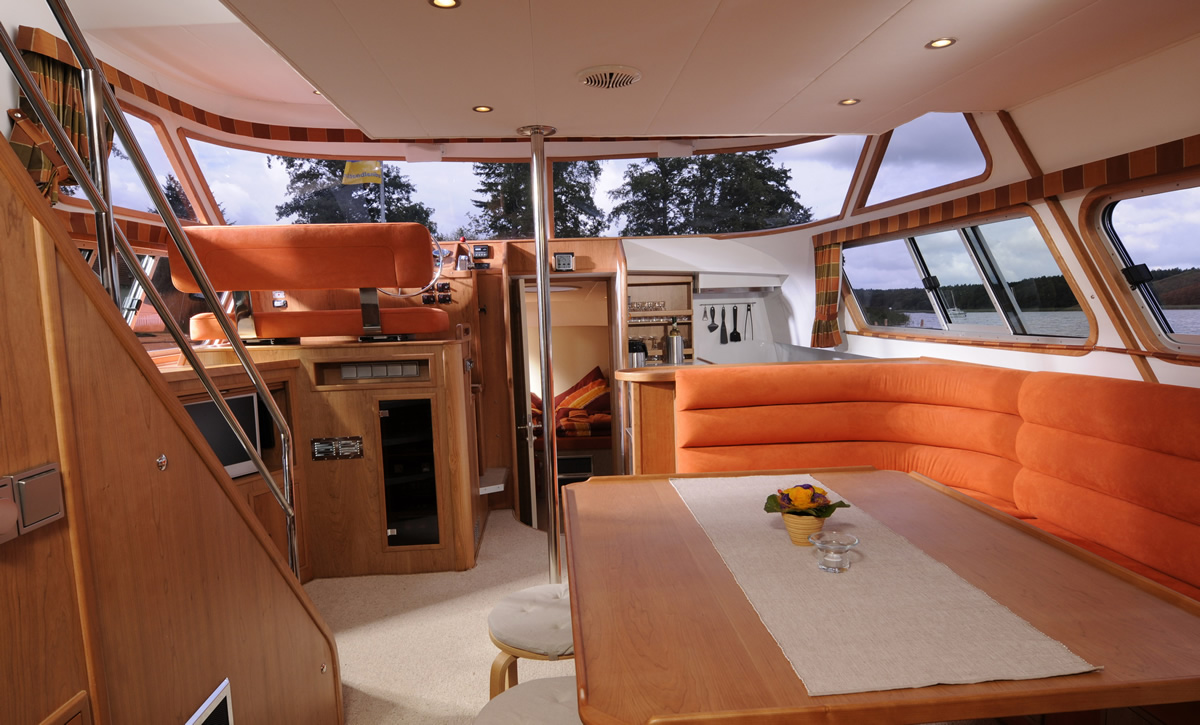 hausboot_europa_700_salon_1b.jpg