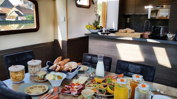 rendezvous-breakfast-dining.jpg