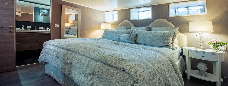 grand-vic-blue-cabin.jpg