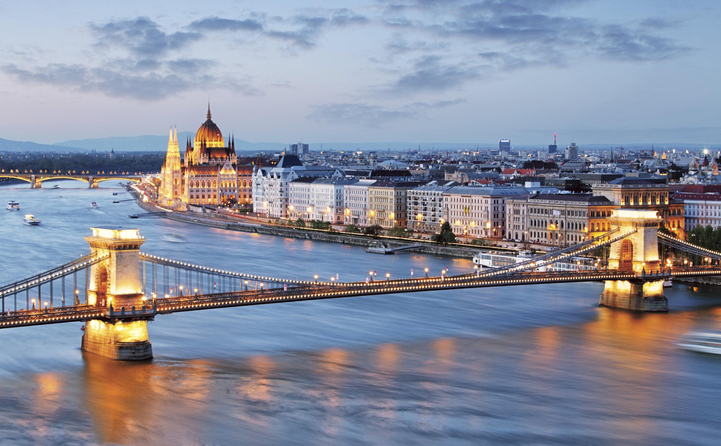 Chain Bridge%2c Budapest.jpg