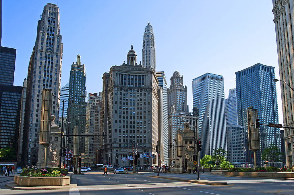 By Bert Kaufmann from Roermond, Netherlands (Chicago cityscape Uploaded by russavia) [CC-BY-2.0 (http://creativecommons.org/licenses/by/2.0)], via Wikimedia Commons