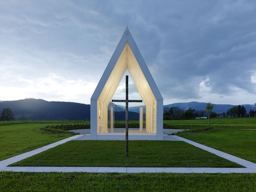 Chapel Maria Magdalena in Zollfeld, Austria, by Sacher.Locicero.Architectes. Photo by  Paul Ott .