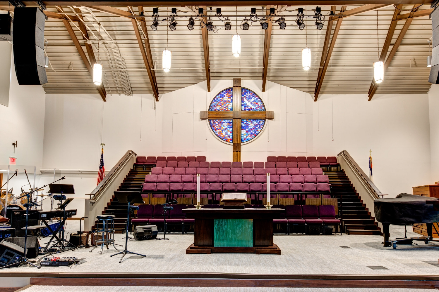 The dedication featured a blended worship style of traditional and contemporary.