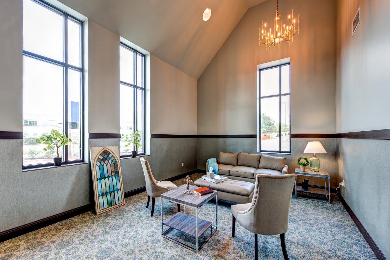 Prayer Chapel / Bride's Room