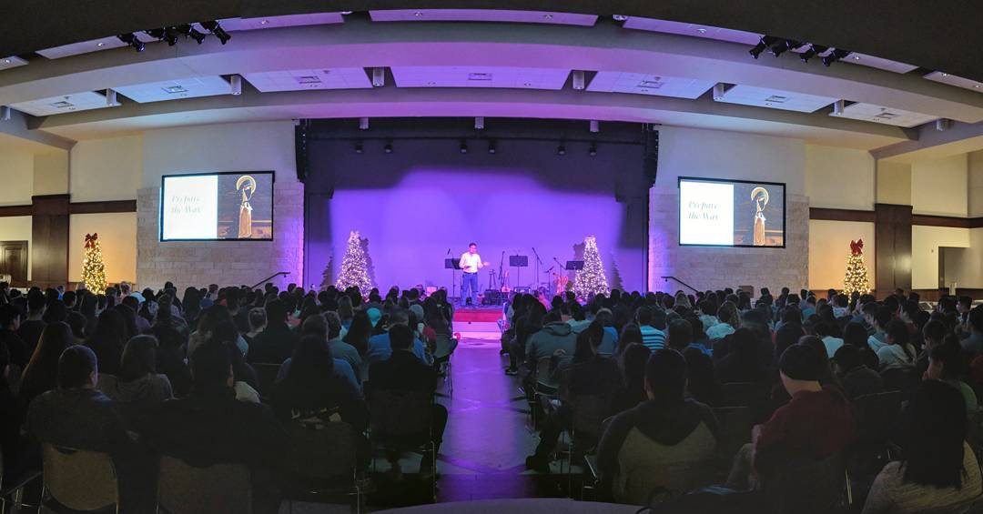 St. William Youth Ministry meets with over 400 high school teens in the new Banquet Hall of the Parish Evangelization Center designed by JGA.