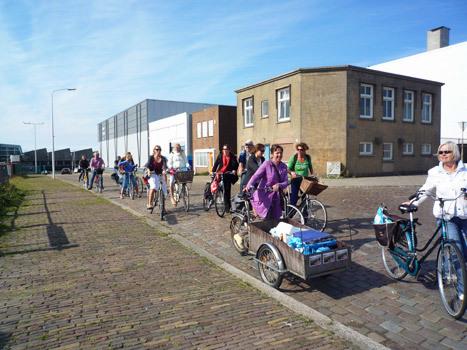 De fietsexpeditie verenigde kunstenaars en specialisten die op uitnodiging van Annechien en René vorm gaven aan de fietstocht middels een diversiteit aan disciplines.