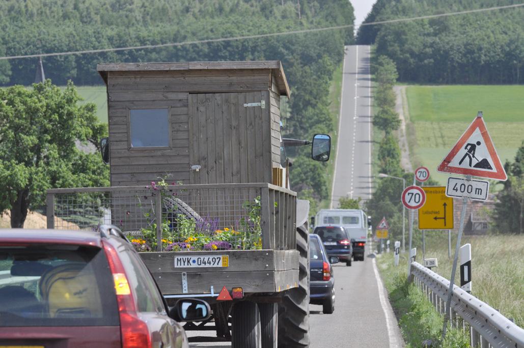 12 juni 2010 - Overnachtingsplek Zeist  …Spiegels goed ingesteld. Portofoons gecheckt, hands-free deed het gisteren niet maar nu wel. We rijden over mooie landwegen.
