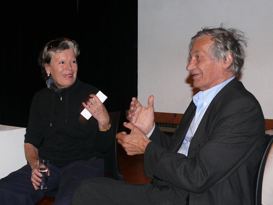 's Avonds discussie met Jan Hoet in Thalhaus; ik heb hem de publicatie van OpTrek gegeven.
