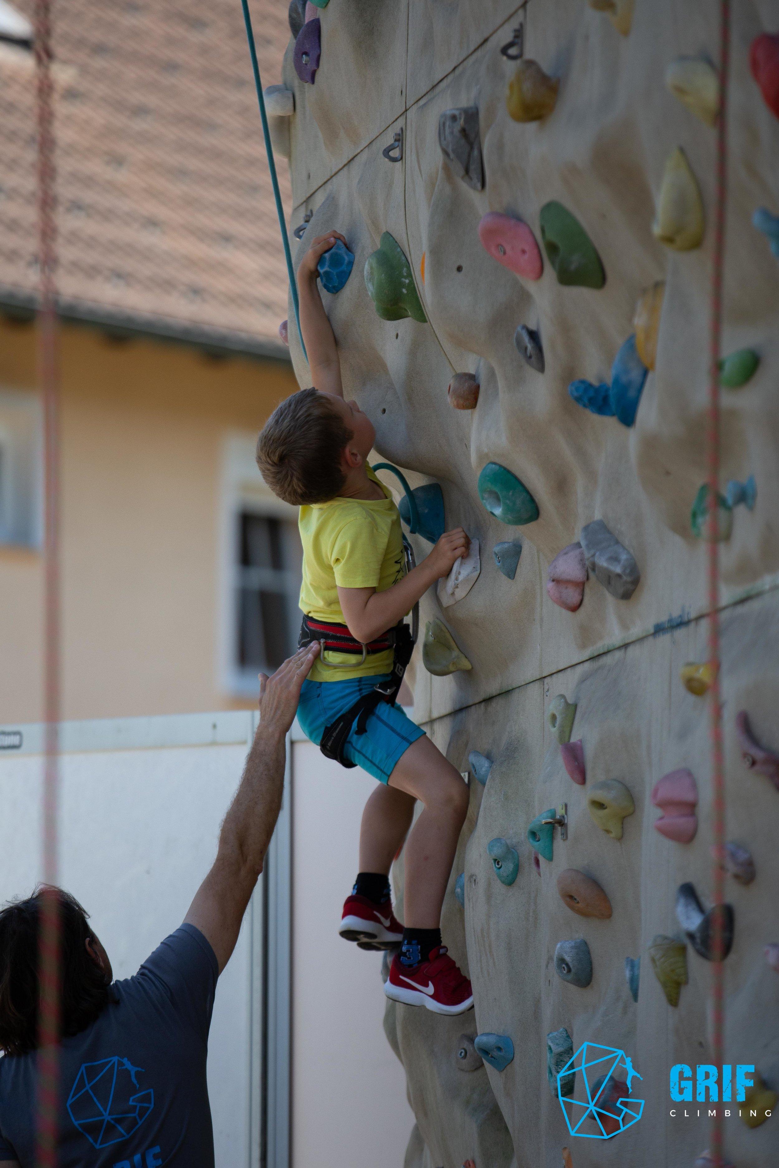 Aktivno počitniško varstvo za otroke Plezalno društvo Grif127.jpg