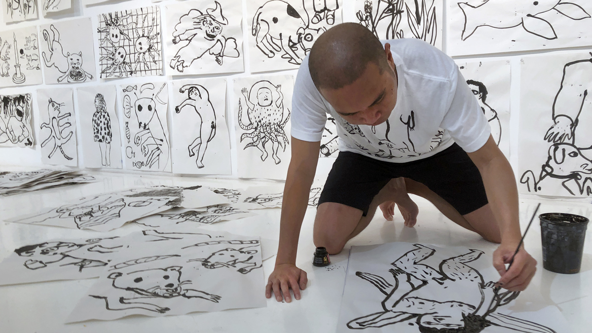 Ralph Pugay creating a series of drawings in Captiva, Florida. Photo by Mark Poucher, courtesy the Robert Rauschenberg Foundation.