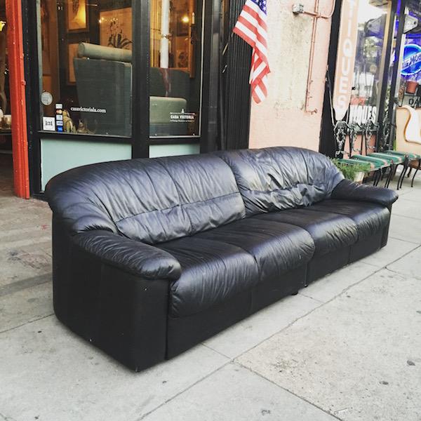1980s Modern-style Leather Club Sofa by Natuzzi