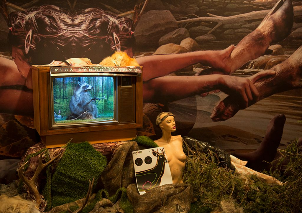 Kate Puxley ,  Venery , 2017 ( Artist Website ) Multi-medium installation (taxidermy, television, diorama, hunting paraphernalia, mannequins, etc.) 12' x 10' x 12' room