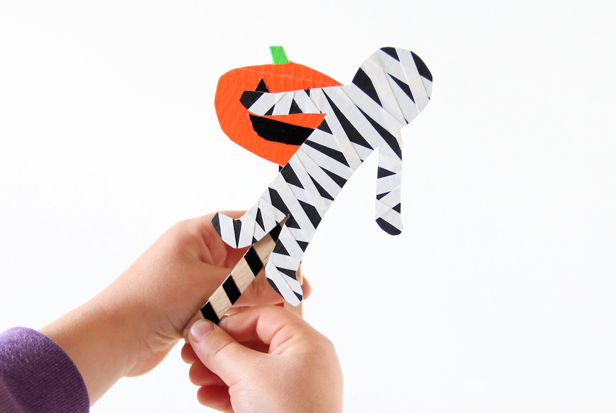 DIY Halloween puppets | And We Play