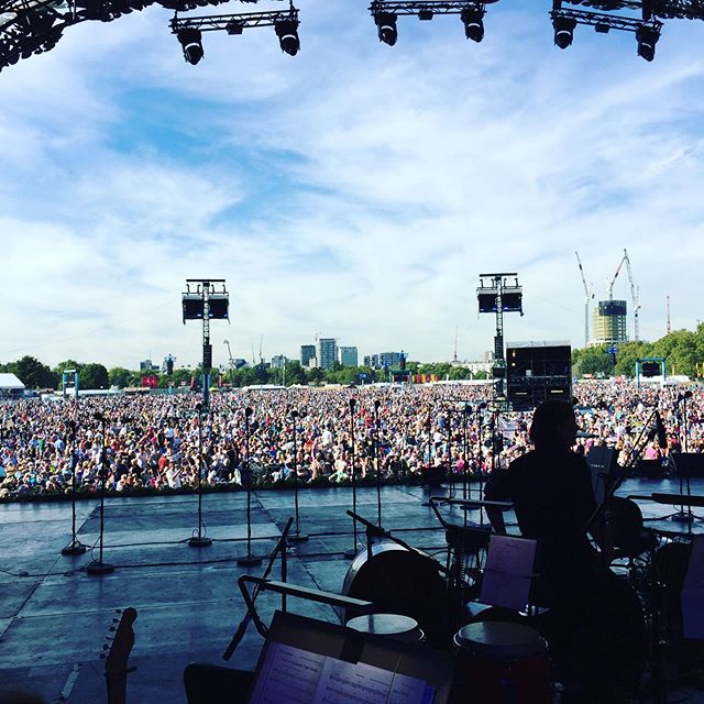 Really fun gig last Saturday w/ @chrissiehyndemusic in Hyde Park... amazing weather and a crowd of 40,000... made all the more enjoyable in the company of @msdrums2019, Pete Callard, @andywoodtrombone, Don Richardson & @finshwaa !! The culmination of a great couple of days at @abbeyroadstudios with the @bbcconcertorchestra #promsinthepark2019
