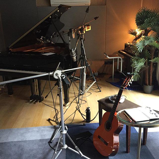 Morning recording session.  Conde Hermanos guitar into a vintage U67.  #condehermanos #neumann #studio #guitarist