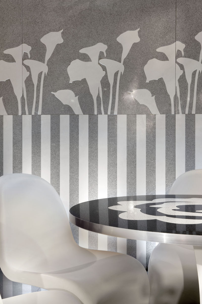 Mosaic wallpaper design from the Trend collection