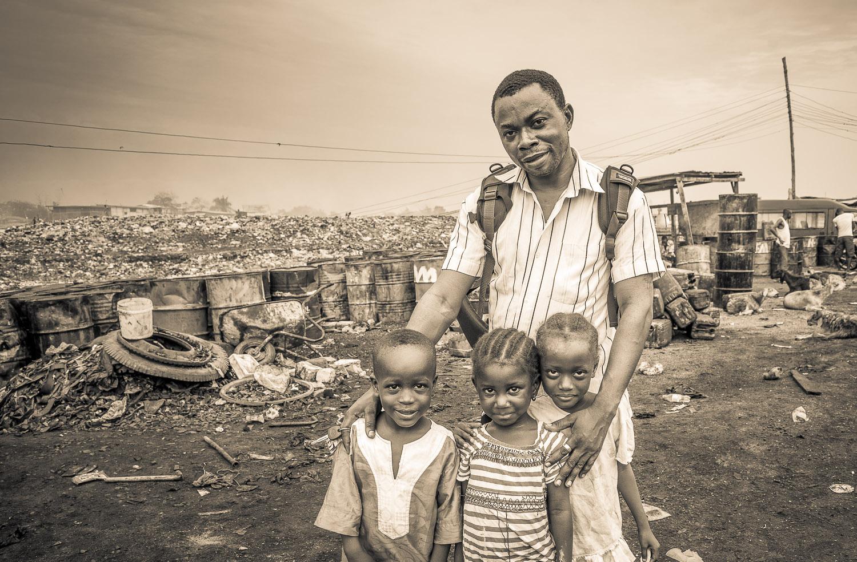 Kofi, mein Taxifahrer hier in  AGBOGBLOSHIE
