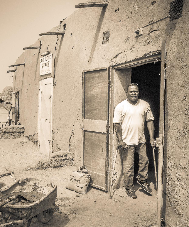 Mamane Bachir hier am Eingang zu seinem zukünftigen Restaurant in Agadez