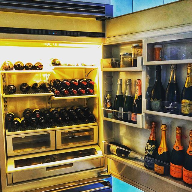 Hmm, guess we are at the point where I need to empty the old fridge... question I suppose is do I move it or throw a party? 🍷🍾🥂