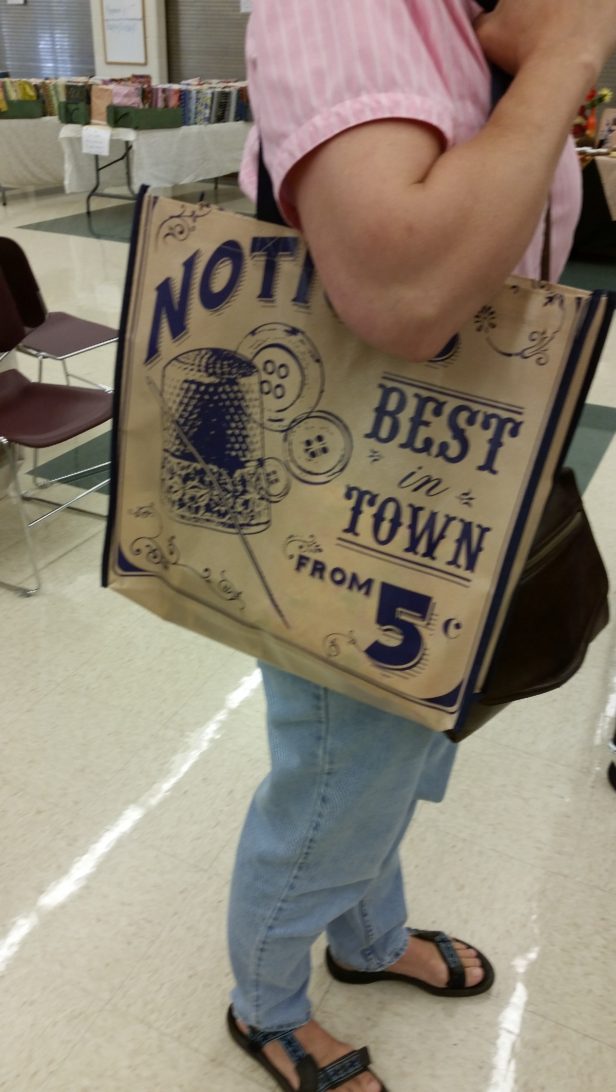 Lynda is stylin' her new tote!