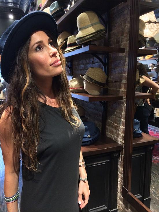 Gorrin_jenna_black_hat