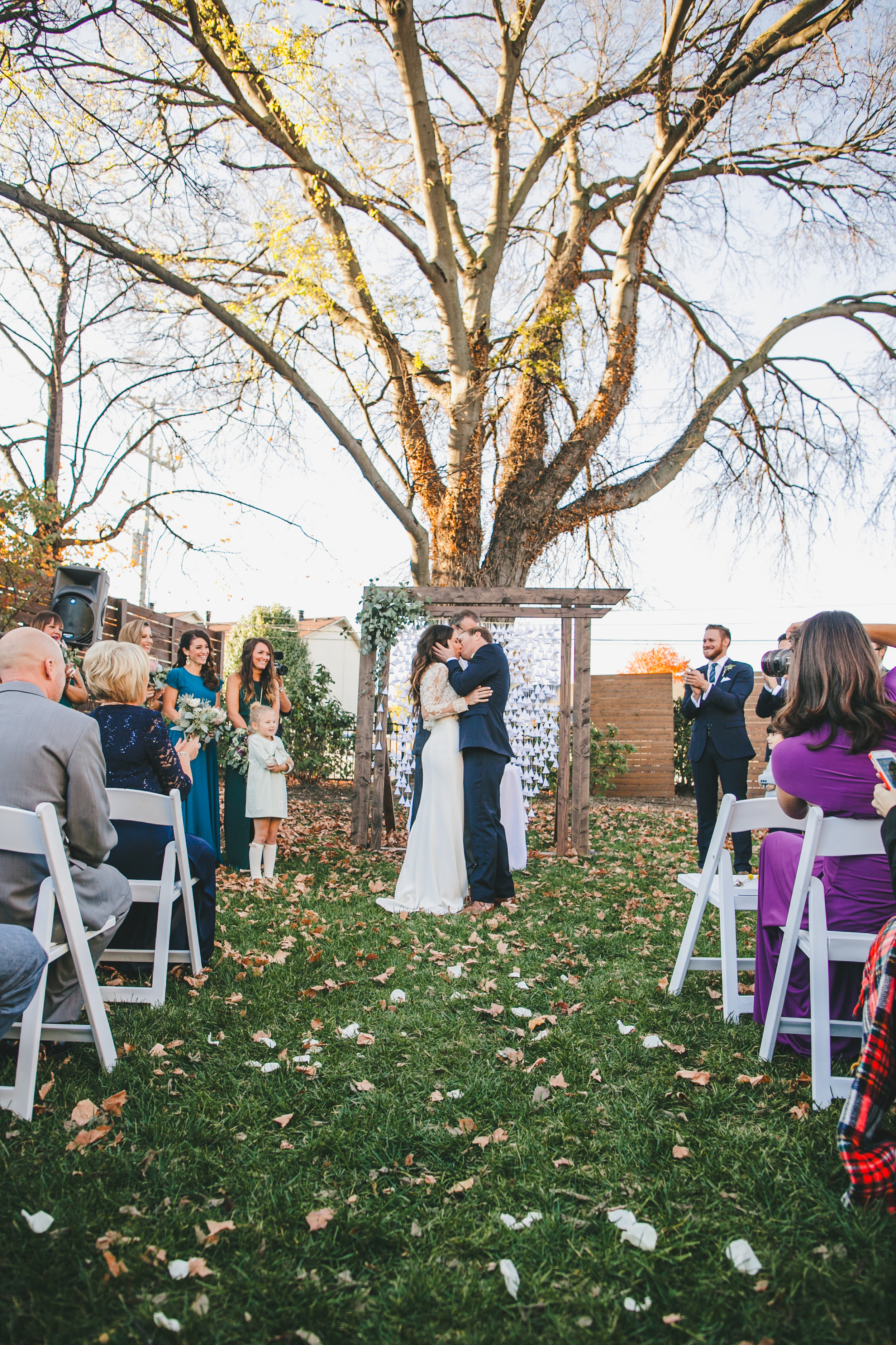 Kneale_Wedding_Alter_Kiss