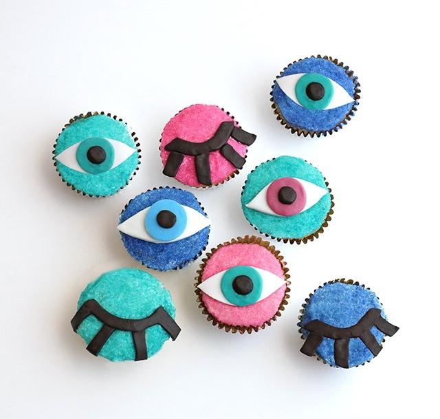 DIY-Wink-Eye-Cupcake1.jpg