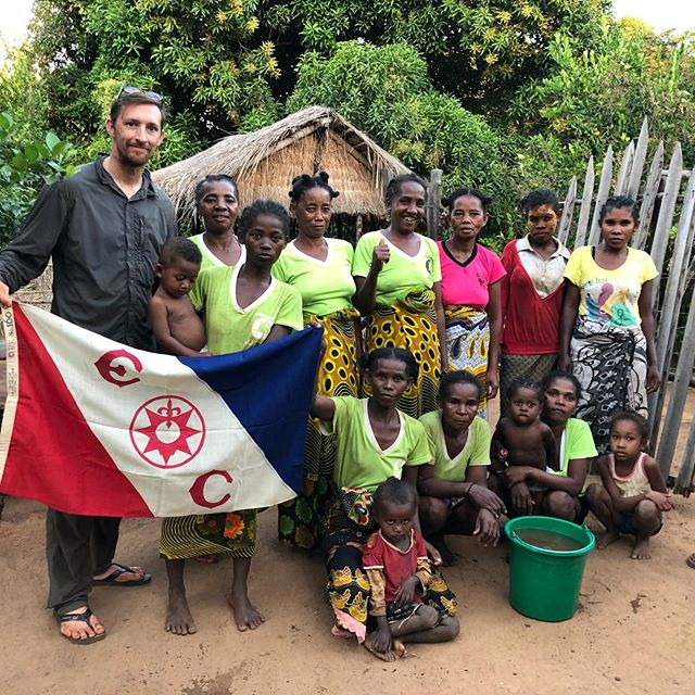 Fantastic to see the work Tontolo Maitso has done, growing 10,000 seedlings with the generous donation of @civilizedadv I was privileged to bring the @the_explorers_club flag to their community on Expedition Ankarafantsika #lemur #conservation