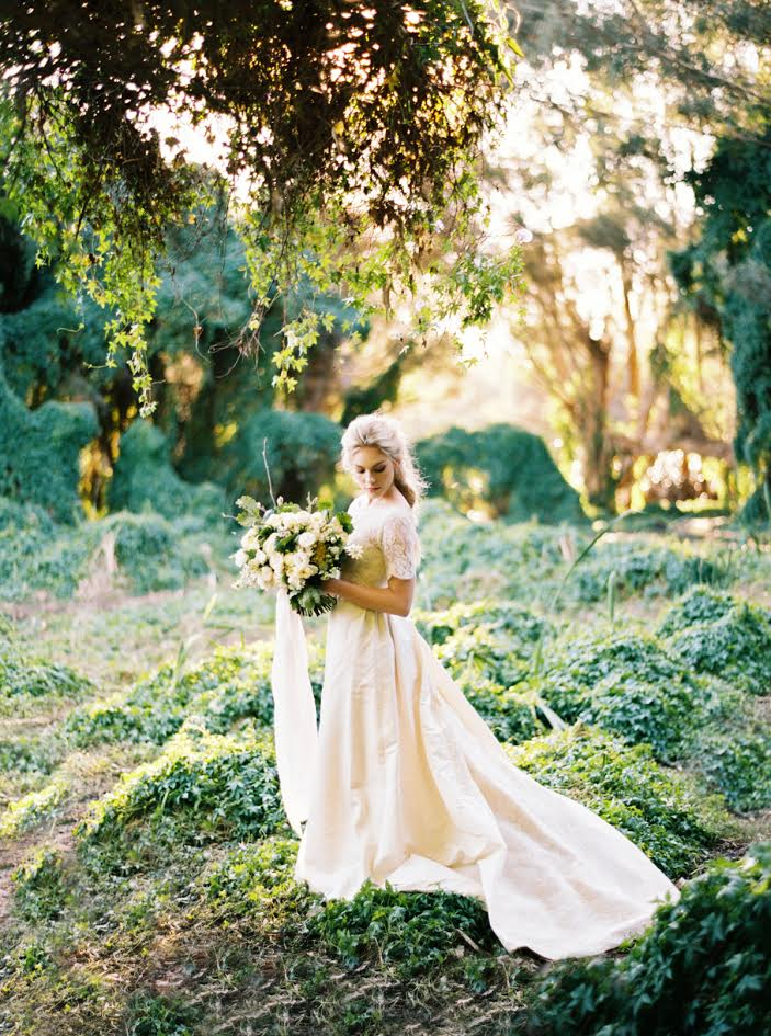 katie_grant_contax645_portra400_photovisionprints_paigery_lands_ivy_flowers_kayla_marshall_wedding_hair_ruedeseine_bridal.jpg
