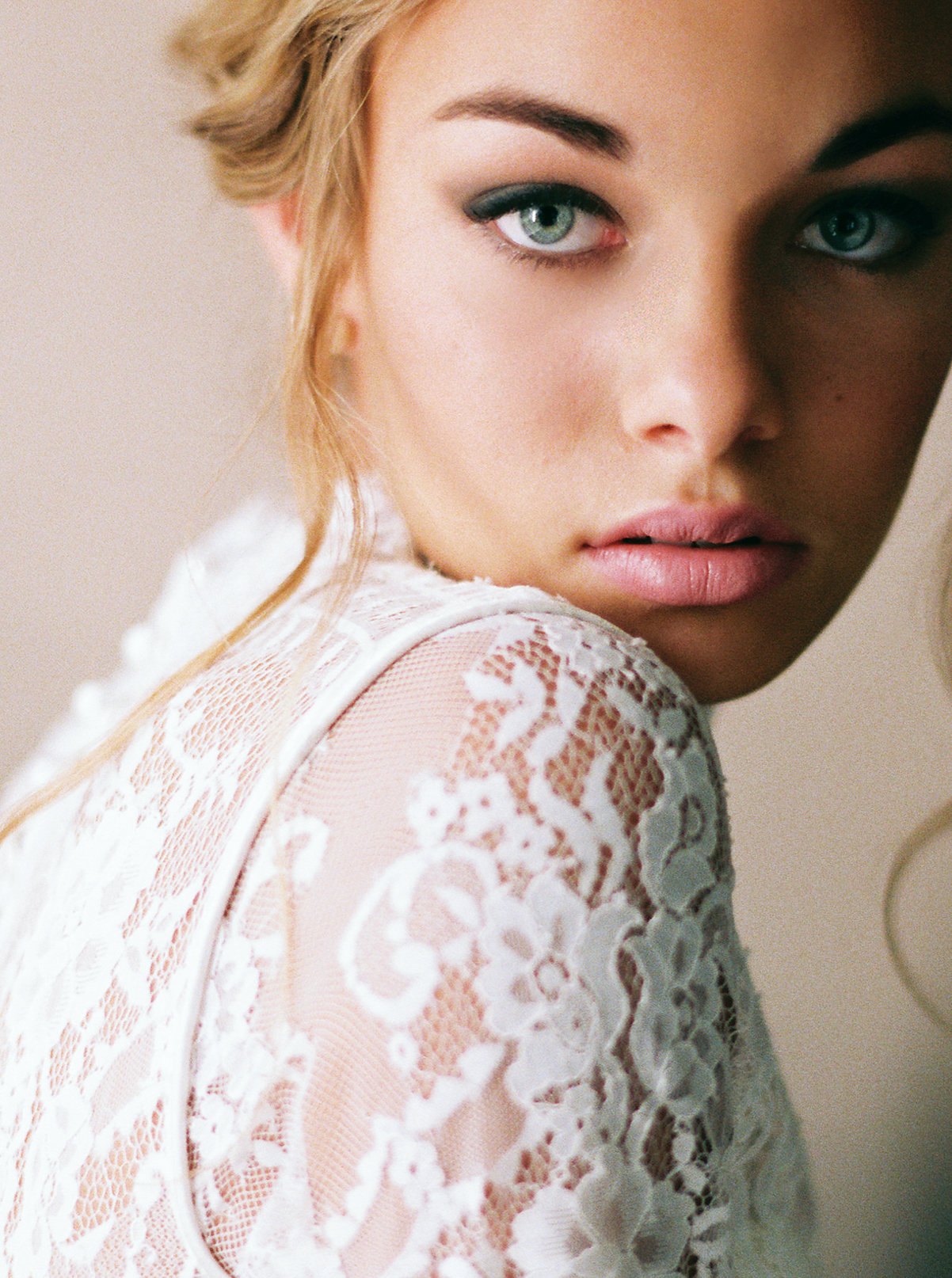 perry_vaile_contax645_portra_400_sp3000_perrysvision_pvtakeover_bhldn_weddings_makeup_for_your_day_photovisionprints.jpg