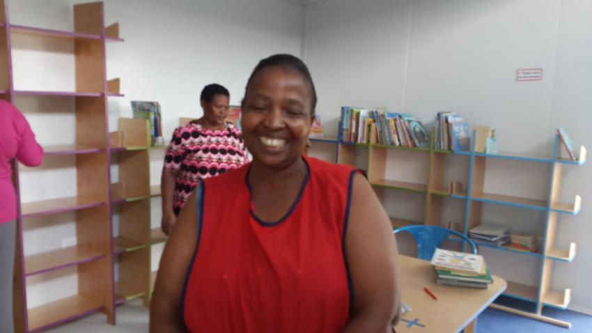 Pam the librarian (blurry pic but she's got a fab smile)