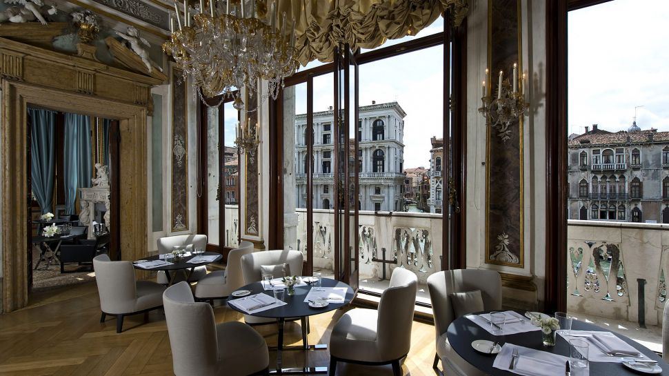 011279-09-RS795_Aman-Canal-Grande-Venice---Piano-Nobile-Dining-Room-lpr.jpg