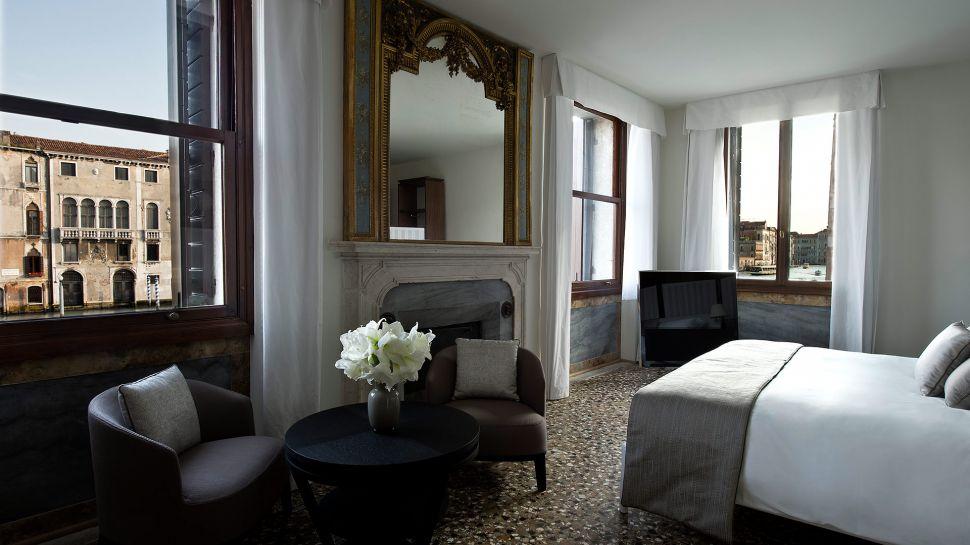 011279-07-RS792_Aman-Canal-Grande-Venice---Suite-Bedroom.jpg