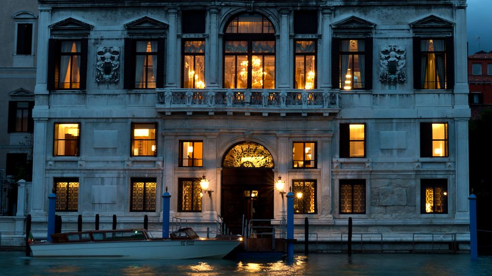 011279-11-RS798_Aman-Canal-Grande-Venice---Exterior.jpg