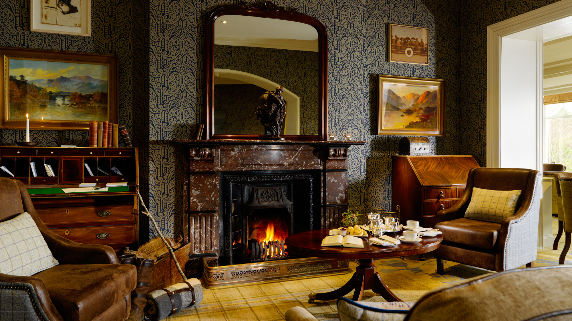 Parknasilla Bar Fireplace 2000px.jpg