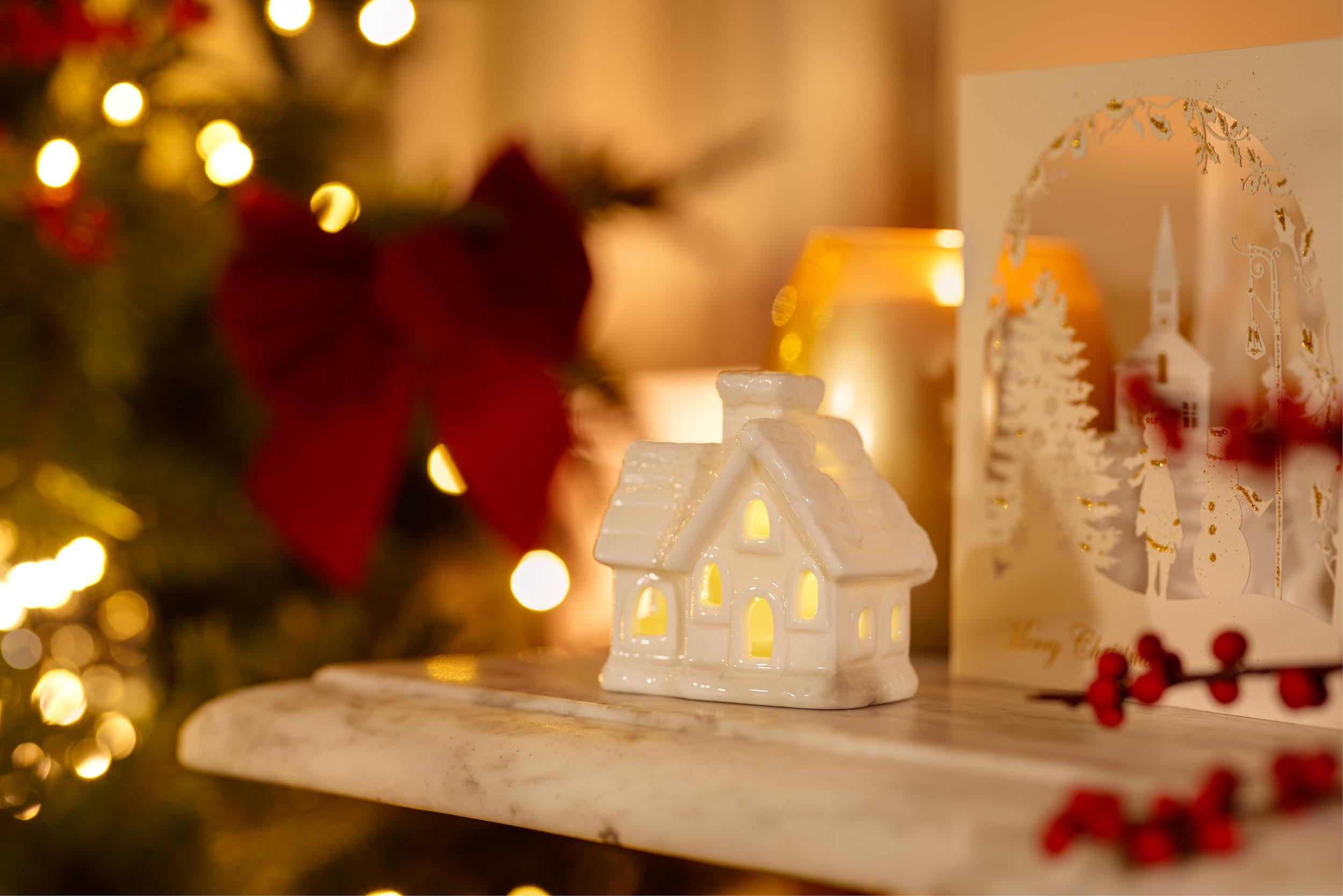 Cottage Light Dec 4000px.jpg