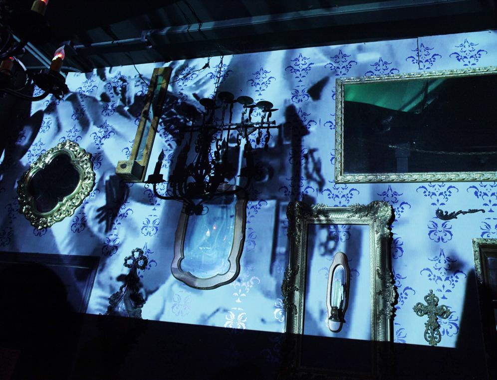 Projected visuals by Sixto Zavala at Hi Tones // Photographed by Fabian Villa