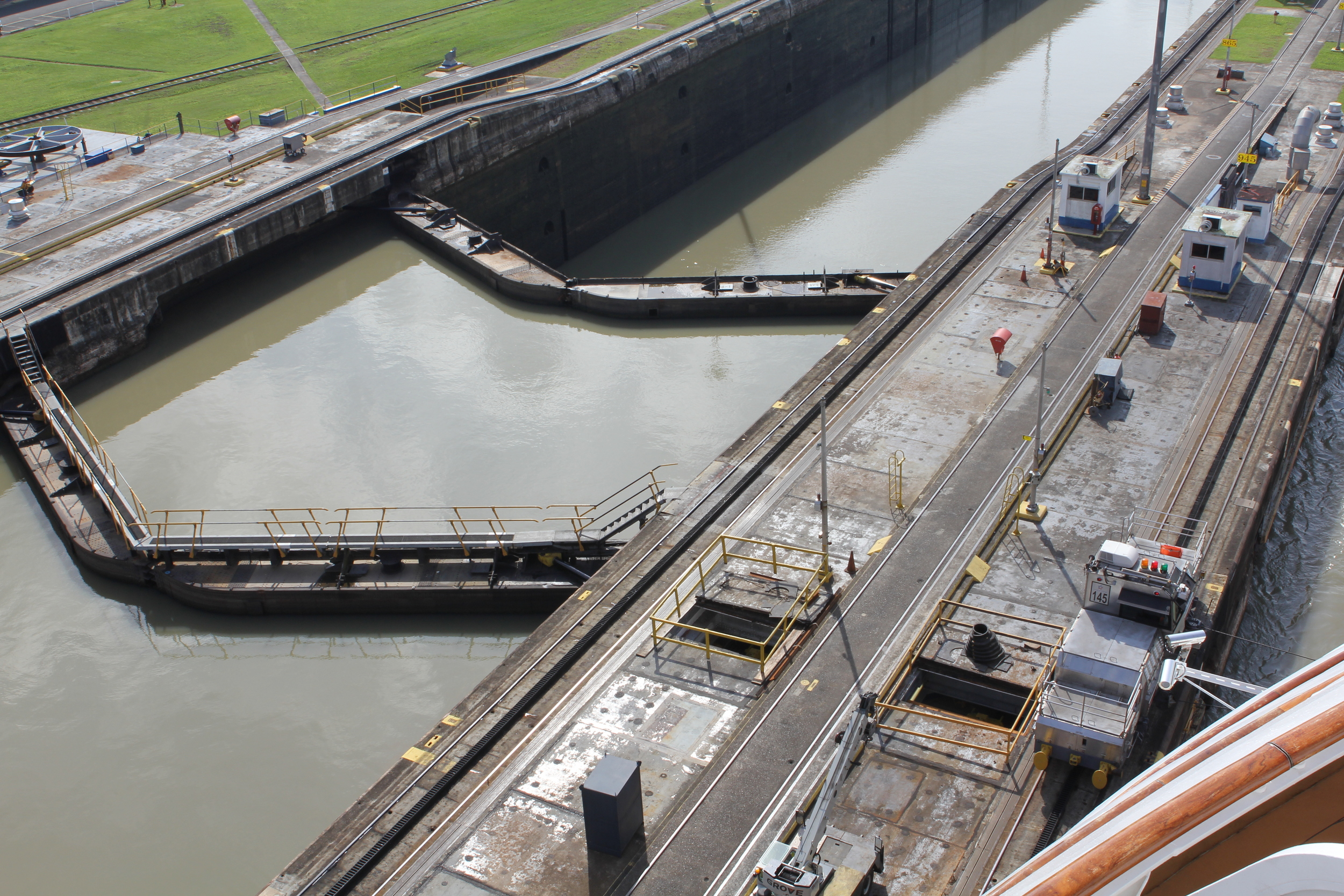 double gates at the top of the lock.